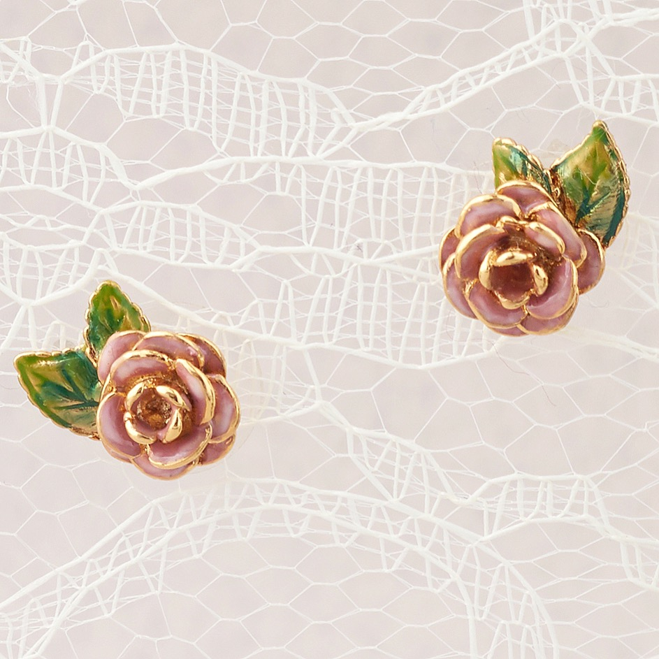 roses on lace.JPG