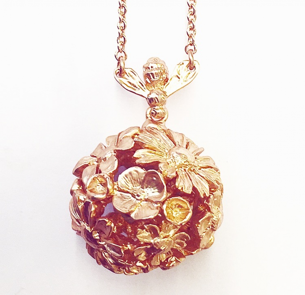 ONLINE EXCLUSIVE Floral Bee Orb Necklace